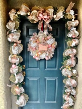 Adorable Gold Christmas Decoration Ideas 58