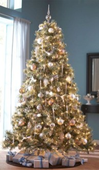 Amazing Gold Christmas Decoration Ideas 41