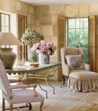 Awesome French Farmhouse Living Room Design Ideas 17