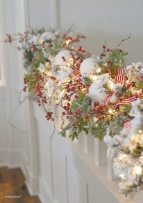 Beautiful Christmas Stairs Decoration Ideas 43