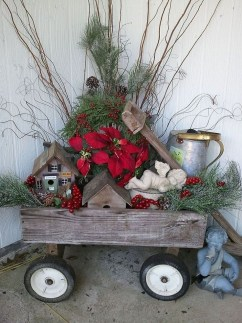 Cozy Rustic Outdoor Christmas Decor Ideas 10