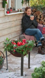 Cozy Rustic Outdoor Christmas Decor Ideas 11