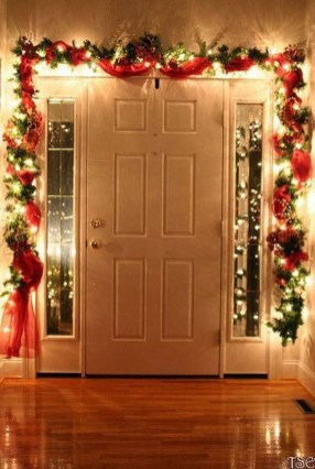 Fascinating Christmas Decor Ideas For Small Spaces 24