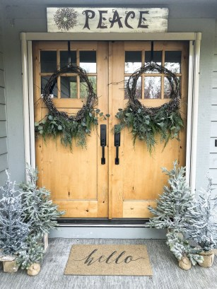 Fascinating Christmas Decor Ideas For Small Spaces 43