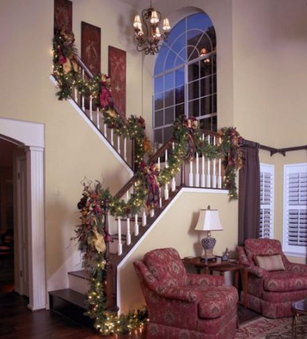 Gorgeous Ways To Decorate Your Stairs In This Christmas Ideas 04