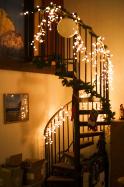 Gorgeous Ways To Decorate Your Stairs In This Christmas Ideas 25