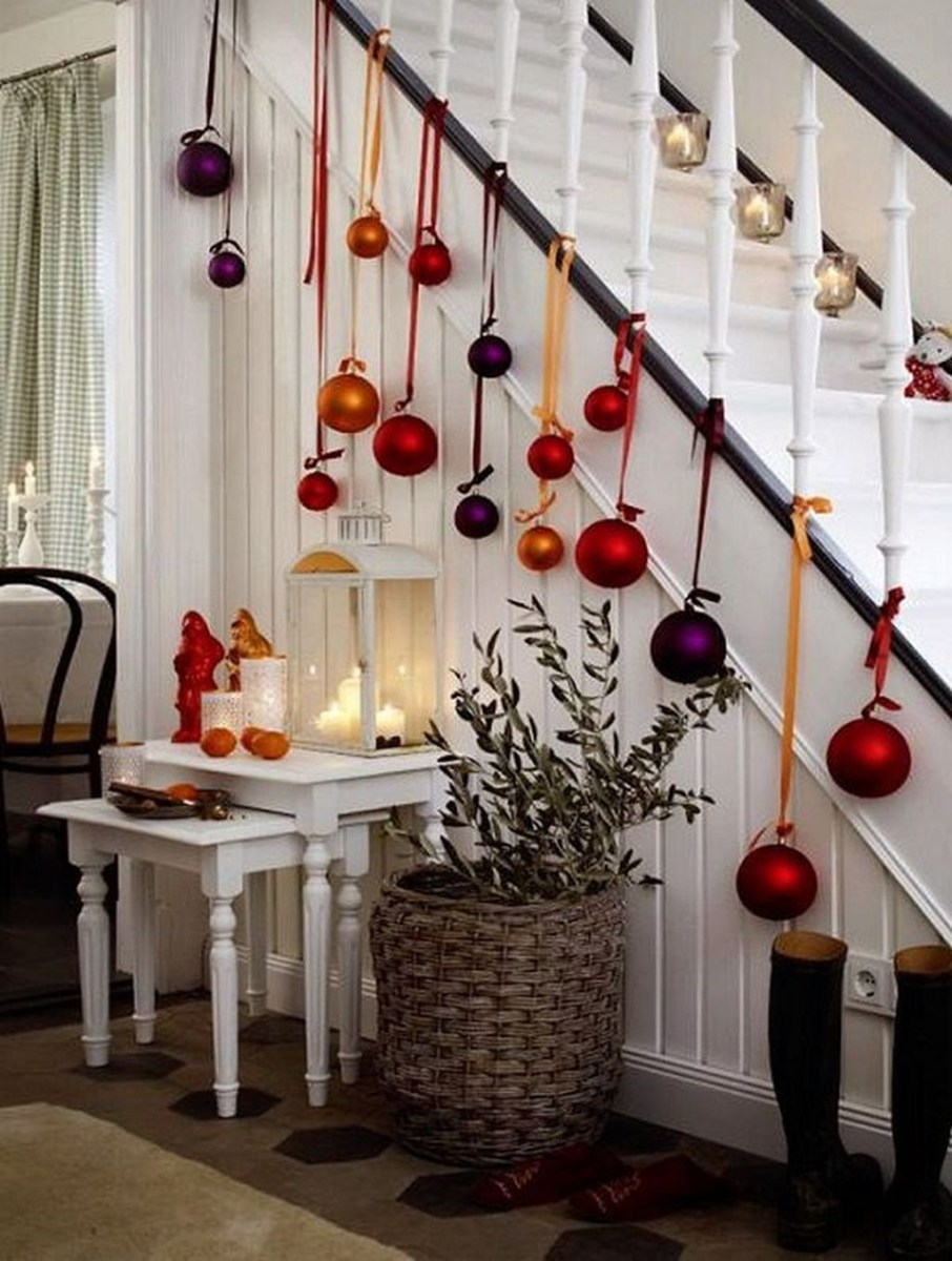 Gorgeous Ways To Decorate Your Stairs In This Christmas Ideas 28