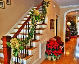 Gorgeous Ways To Decorate Your Stairs In This Christmas Ideas 38