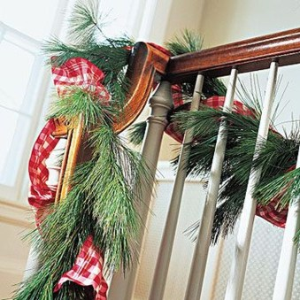 Gorgeous Ways To Decorate Your Stairs In This Christmas Ideas 43