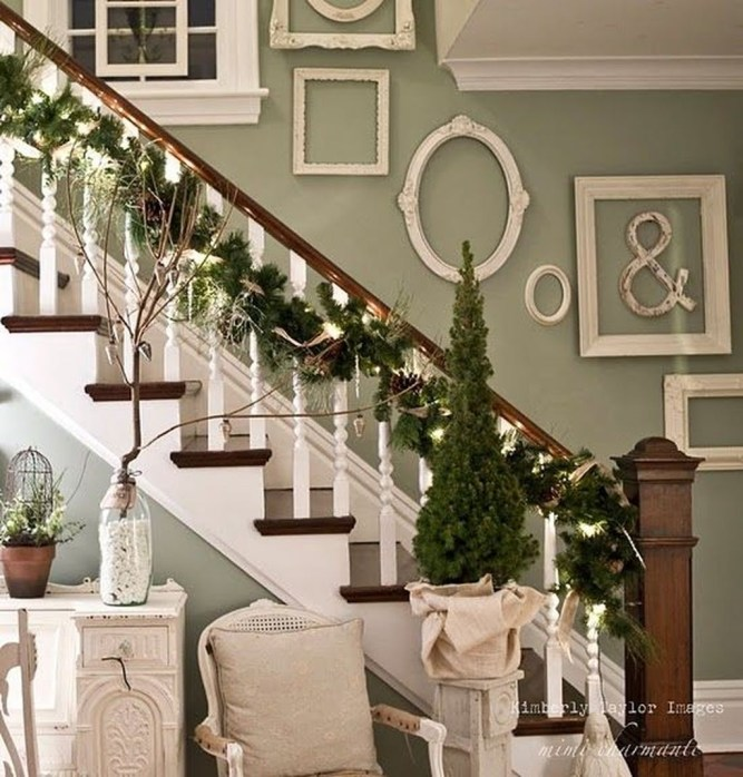 Gorgeous Ways To Decorate Your Stairs In This Christmas Ideas 48