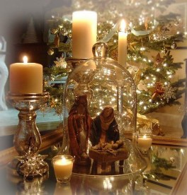 Lovely Traditional Christmas Decorations Ideas 05