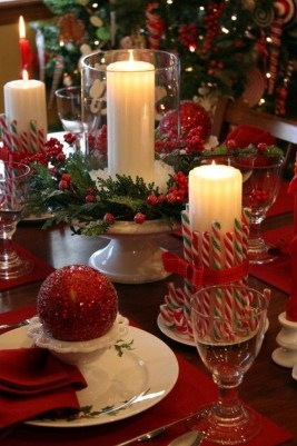 Lovely Traditional Christmas Decorations Ideas 16