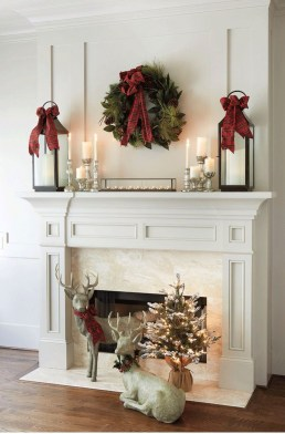 Lovely Traditional Christmas Decorations Ideas 24