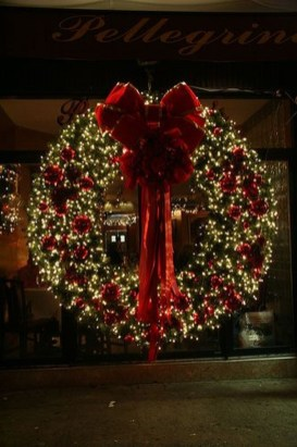 Lovely Traditional Christmas Decorations Ideas 35