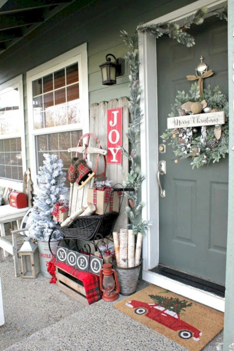 Lovely Traditional Christmas Decorations Ideas 49