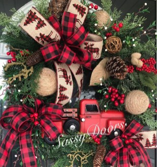 Magnificient Rustic Christmas Decorations And Wreaths Ideas 07