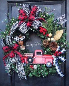 Magnificient Rustic Christmas Decorations And Wreaths Ideas 32