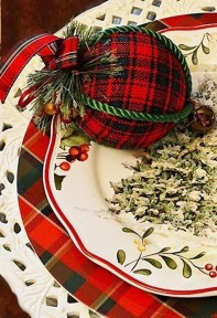 Modern Rustic Christmas Table Settings Ideas 37
