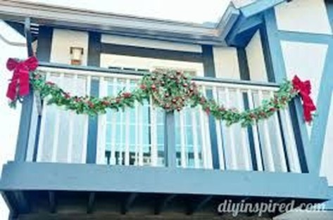 Stunning Balcony Decor Ideas For Christmas 07
