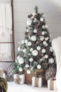 Stylish Decorated Christmas Trees 2018 Ideas 40