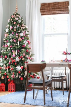 Wonderful Red Christmas Decoration Ideas 29
