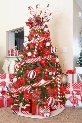 Wonderful Red Christmas Decoration Ideas 48
