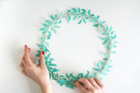 Awesome Christmas Wreath Decoration Ideas For Your Home 19