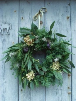 Awesome Christmas Wreath Decoration Ideas For Your Home 39