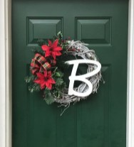 Awesome Christmas Wreath Decoration Ideas For Your Home 42