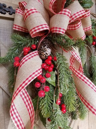 Awesome Christmas Wreath Decoration Ideas For Your Home 46