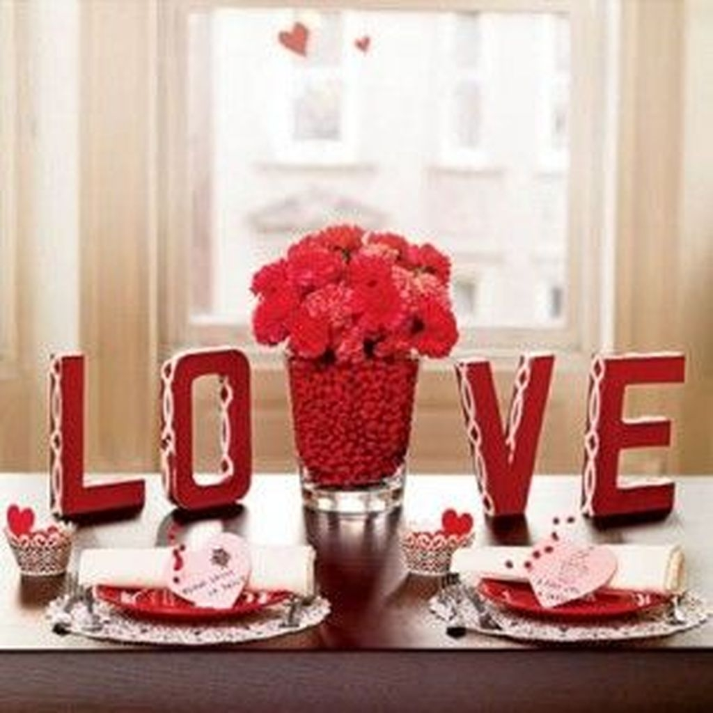 Charming Dining Room Decor Ideas For Valentines Day 16
