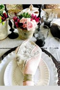 Charming Dining Room Decor Ideas For Valentines Day 22