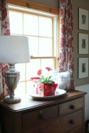 Charming Dining Room Decor Ideas For Valentines Day 24