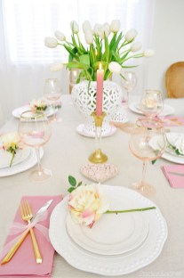 Charming Dining Room Decor Ideas For Valentines Day 27
