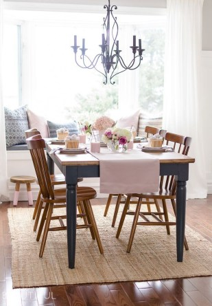 Charming Dining Room Decor Ideas For Valentines Day 32