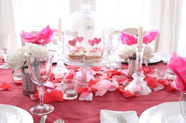 Charming Dining Room Decor Ideas For Valentines Day 56