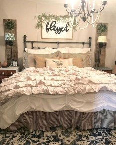 Stylish Farmhouse Bedroom Decor Ideas 22