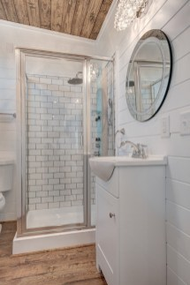 Perfect Tiny House Bathroom Design Ideas 31