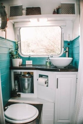 Perfect Tiny House Bathroom Design Ideas 49