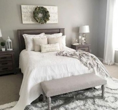 Pretty Farmhouse Master Bedroom Decorating Ideas 07