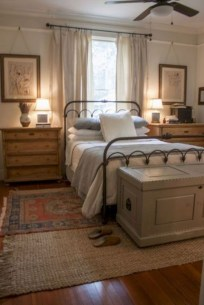 Pretty Farmhouse Master Bedroom Decorating Ideas 34