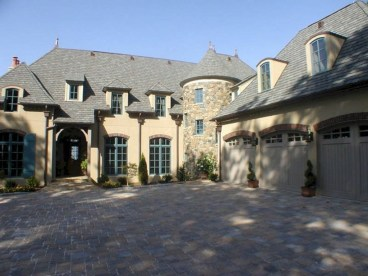 Awesome French Country Exterior Design Ideas For Home 34