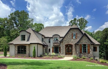 Awesome French Country Exterior Design Ideas For Home 35