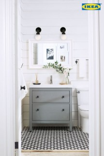 Elegant Farmhouse Bathroom Wall Color Ideas 14