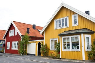 Flawless Exterior House Paint Ideas With Yellow Colors 07