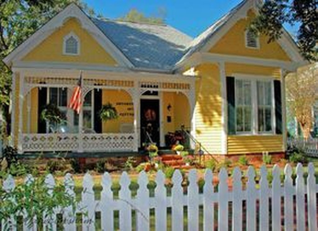 Flawless Exterior House Paint Ideas With Yellow Colors 39