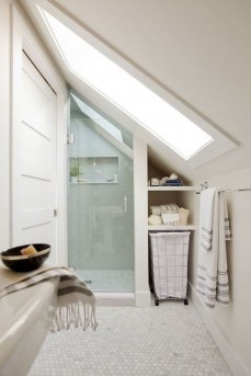 Modern Attic Bathroom Design Ideas 25