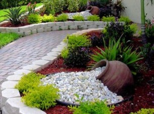 Stunning Front Yard Courtyard Landscaping Ideas 40