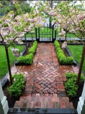 Stunning Front Yard Courtyard Landscaping Ideas 43