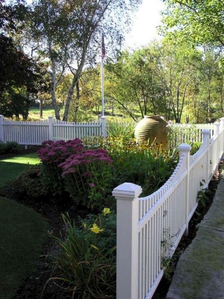 Stunning Front Yard Courtyard Landscaping Ideas 49